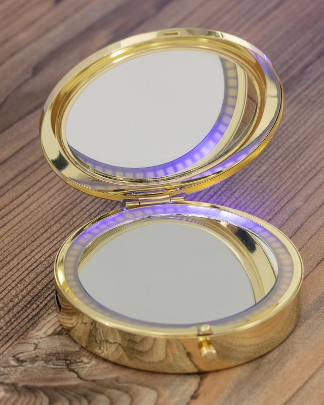 We love Beauty Taschenspiegel mit LED-Beleuchtung